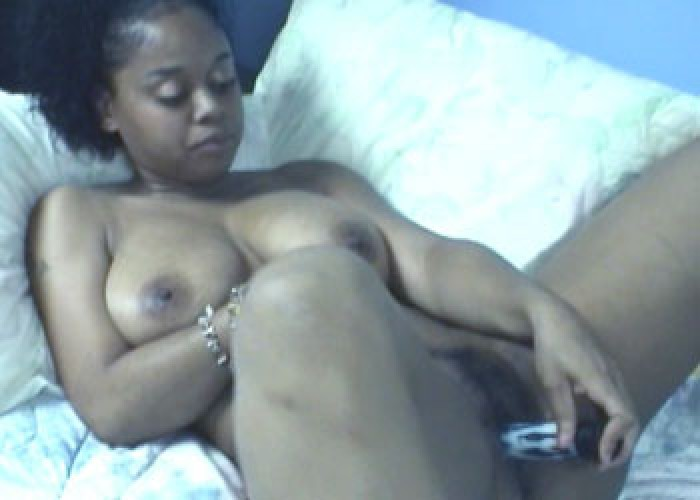 Ebony slut Frankie fucks her toys