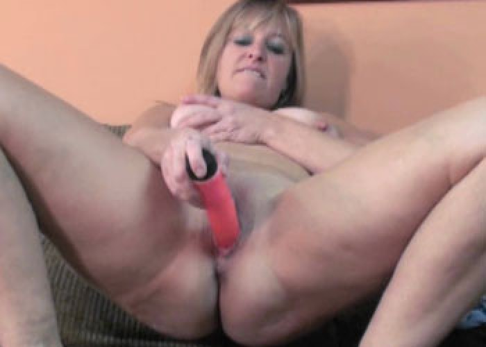 Curvy milf liisa stuffs a big black dong into her twat 2